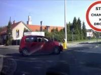 Oryginalne zawracanie na rondzie, próba wjazdu pod prad na autostradę