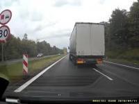 Kierowca przechytrza zawodowego szeryfa próbującego blokować dwa pasy na raz