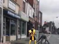 Nierówna walka amatora z bezlitosnym mistrzem Kung-Fu
