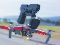 Facet zostaje napadnięty przez drona