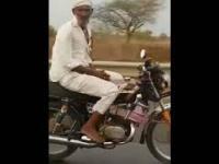 Hinduski fakir na motocyklu