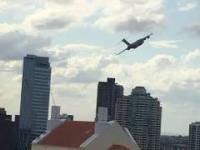 C-17 latający między domami