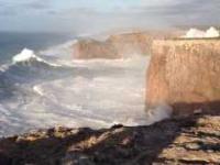 Ogromne fale w Sagres, Portugalia