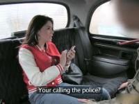 Oszustka dostaje lekcję od taksówkarza