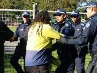 Policja przegania Aborygenów i nie tyka Muzułmanów