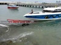 Ci goście wiedzą, jak wyciągnąć łodzie z wody