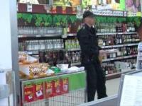 Alarm bombowy w biedronce. Policja szuka ładunku, a klienci robią zakupy