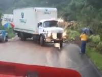 Parasolka zatrzymuje ciężarówkę