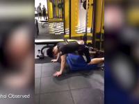 Chińczyk ćwiczy przed randką