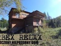Opuszczony niepozorny dom