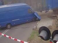 Łuków - zderzenie auta z pociągiem towarowym na przejeździe