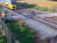 Rowerzysta ucieka przed śmiercią na niestrzeżonym przejeździe kolejowym