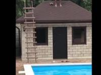 Co się stanie, kiedy wybijesz się z rynny do basenu?
