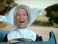 Citroen 2CV i zakonnica. Kultowa scena z filmu z Louisem de Funes