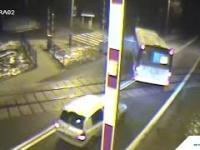 Kierowca autobusu zablokował przejazd kolejowy, bo chciał na nim nawrócić...
