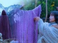 Tradycyjny chiński płaszcz z owczej wełny, w którym żadna zima już nie straszna