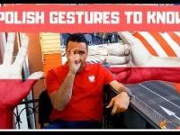 Russell tłumaczy znaczenie polskich gestów