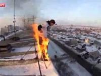 Aleksander Czernikow ekstremalny skok z dziewięciopiętrowego budynku