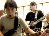 Dwie młode japońskie siostry i cover Slayera