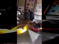 Uczeń uderzył nauczycielkę w twarz, i wtedy karma wkroczyła do akcji