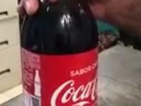 Fałszywa butelka Coca-Coli do przemytu