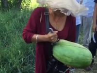 Genialny sposób na podzielenie się arbuzem