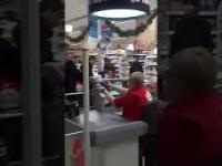 Andrzej Duda na zakupach w supermarkecie. Nagranie jest hitem na Ukrainie!