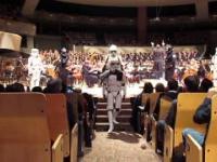 """""""Marsz Imperialny"""" wykonany przez orkiestrę symfoniczną"""