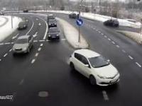Polscy policjanci pomagają uratować niemowlę