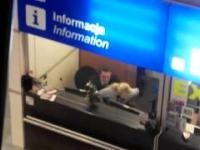 Tymczasem na lotnisku Chopina