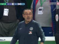 Bramkarz Chelsea odmawia zejścia z boiska w finale Pucharu Ligi Angielskiej