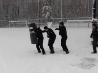 Policjanci przyjeżdżają walczyć z... dziecięcą przestępczością zorganizowaną