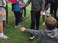 Dzieciak chciał tylko przybić piątkę ze swoim idolem