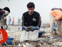 Człowiek oczyszczający 9000 ton śmieci z plaż w Bombaju