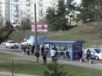 W oczekiwaniu na autobus