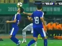 Piłkarz Uzbekistanu zabawił się z Caceresem (22.03.2019)