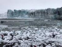 Wielka fala w Islandii turyści uciekają w panice