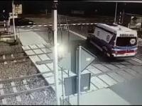 Pociąg zmiażdżył karetkę na przejeździe kolejowym w Puszczykowie
