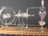 Szklany model parowego silnika Stephensona
