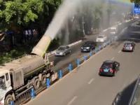 Ciężarówka rozpyla po ulicach homo-propagandę i wirusy LGBT