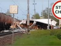 Pociąg taranuje TIRa na przejeździe kolejowym
