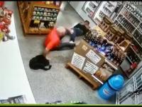 Bandyta wpada do sklepu, a tu niespodzianka: pracownicy są odpowiednio uzbrojeni