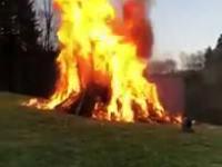 Jak efektownie podpalić ognisko?