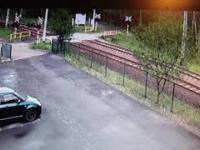Skrajna nieostrożność na przejeździe kolejowym