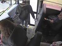 Szybki kierowca autobusu uratował życie dziecka