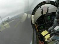 F-18 lądowanie na lotniskowcu, złe warunki pogodowe. JEST MOC