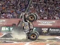 Odwrotny backflip monster truckiem? a czemu by nie!
