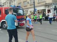 Przejazd straży pożarnej w trakcie biegu Piotrkowska Rossman Run 2019