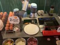 Robot, który sam robi jajecznicę!