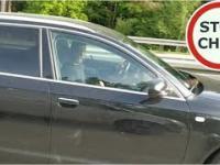 Dwóch szeryfów w Audi blokuje A2 i wygraża pałką teleskopową